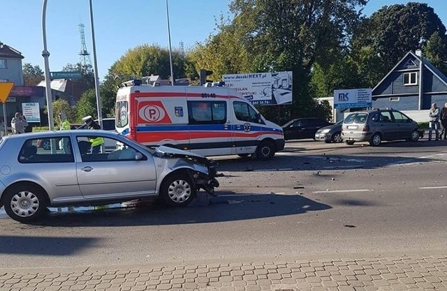 Białystok. Wypadek na ul. Kopernika. Małżeństwo zostało zabrane do szpitala (zdjęcia)