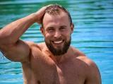 Kamil Piórkowski z Chorzowa to nowy bohater Hotel Paradise 2. Kim jest chorzowianin z programu TVN?