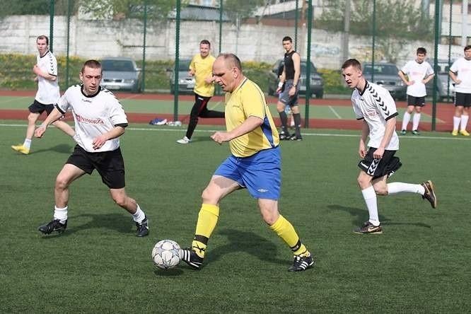 Zagraj w szóstkach piłkarskich. Zapisz swoją drużynę