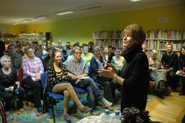 Do biblioteki miejskiej przyszły tłumy na spotkanie z pisarką i satyryczką Marią Czubaszek.