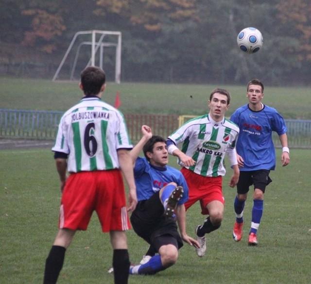 Kolbuszowianie (zielono-białe koszulki) przegrali w Sędziszowie 2-0.