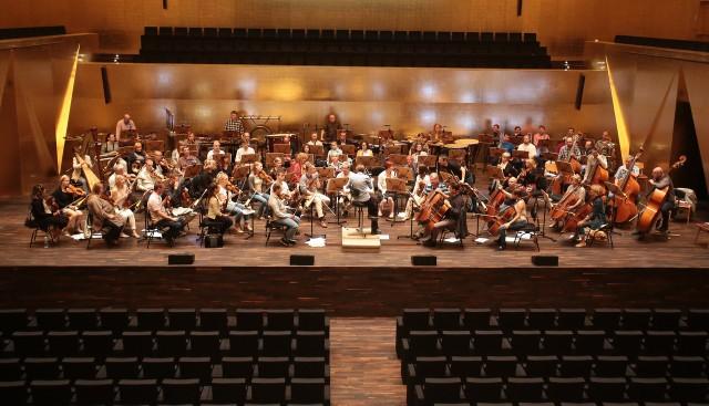 Po pierwszej próbie muzycy Filharmonii Szczecińskiej są zachwyceni akustyką.