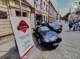 Wspaniałe auta z grupy Kieleckie Klasyki zachwycają w centrum Kielc. Zobaczcie te cacka [ZDJĘCIA]