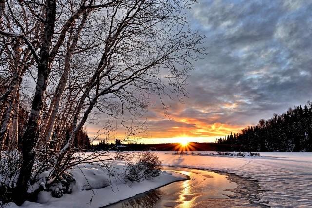 Styczeń pokazał swoje zimowe oblicze i nie trzeba było długo czekać, aż mieszkańcy Kujawsko-Pomorskiego sięgną po aparaty i smartfony, by pokazać, jak pięknie jest w regionie. Prognozy pogody wskazują na kolejne opady śniegu i spadki temperatury, dlatego zimowa sceneria może wkrótce ponownie zawitać w każdy zakamarek województwa. Zapraszamy na zdjęciową wycieczkę po zimowych Kujawach i Pomorzu --->