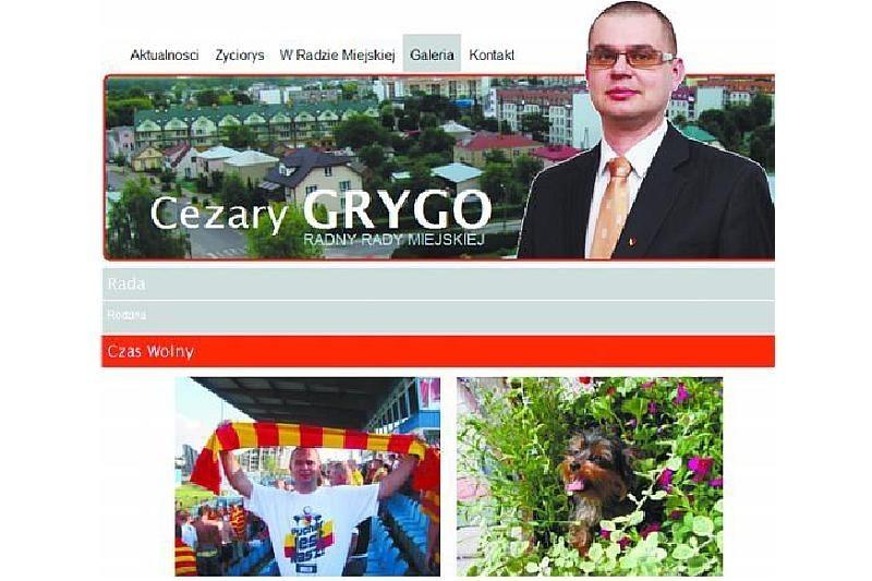 Na stronie radnego można też znaleźć zdjęcia z pracy i z czasu wolnego. Cezary Grygo np. jest fanem piłki nożnej.