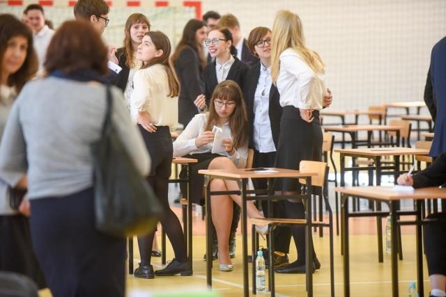 Mimo przesunięcia terminu matur, MEN nie planuje wydłużenia roku szkolnego. Kiedy poznamy termin matury 2020?
