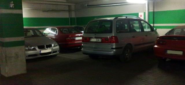 Białoruski samochód zastawił innych.