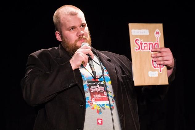 """Damian """"Viking"""" Usewicz jest znany na szczecińskiej scenie kabaretowej."""