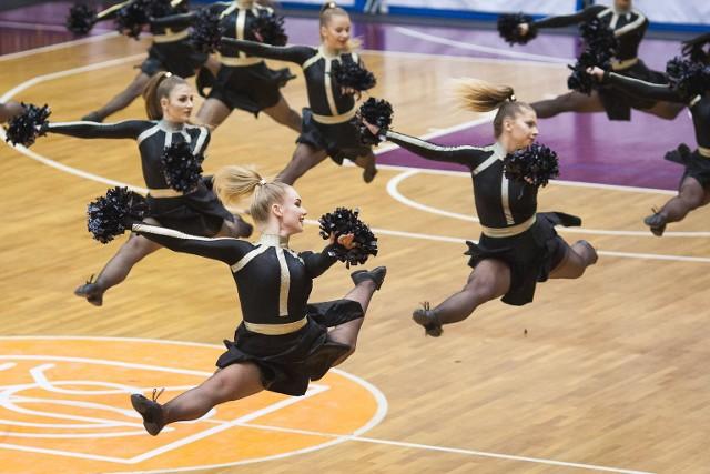 Fotogaleria z występów Cheerleaders Maxi podczas niedzielnego meczu STK Czarnych Słupsk.