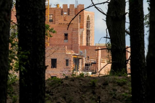 Budowa ogromnej budowli w Puszczy Noteckiej trwa od 2015 r.