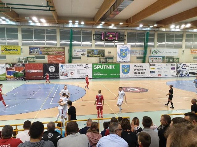Pierwsze derby Wielkopolski w Futsal Ekstraklasie odbyły się 25 listopada 2019 roku w Pniewach. Wtedy padł remis 2:2.