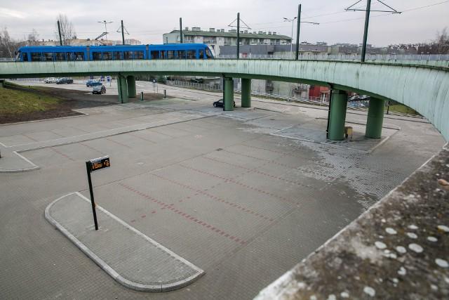 Parking park&ride w Kurdwanowie otwarto przed świętami. Na razie nowy obiekt nie cieszy się zainteresowaniem kierowców