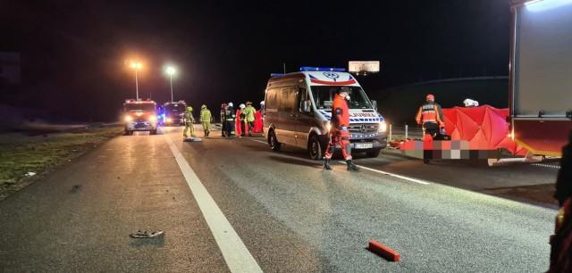 W Malankowie zginęły dwie osoby. To kierowca i pasażerka opla insignia, który uderzył w ciężarowe Iveco