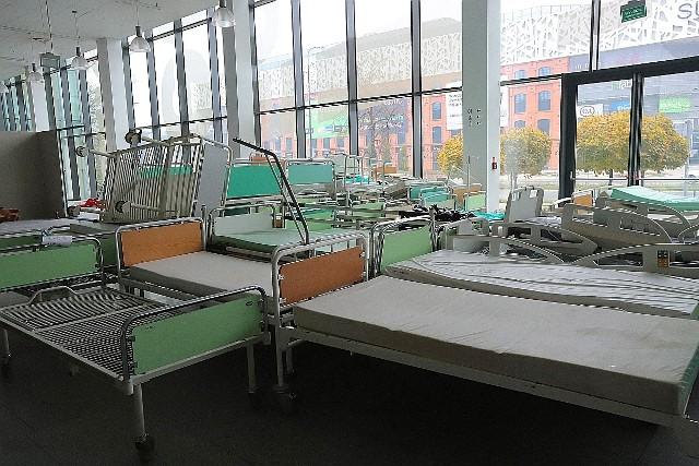 W hali Expo w Łodzi powstaje polowy szpital covidowy