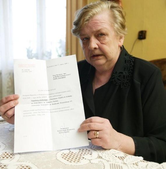 - Dostałam zawiadomienie z prokuratury, że wypuszczają go na wolność - mówi przez łzy Krystyna Roś. - Jestem zdruzgotana. Boję się wychodzić z domu. Mąż nie żyje, a oprawcy chodzą po ulicy.