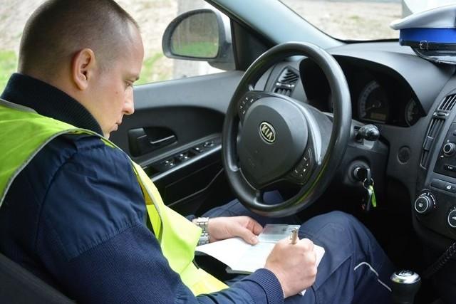 """We wtorek i środę (14-15 kwietnia) policjanci z terenu powiatu krośnieńskiego prowadzili działania o nazwie """"Prędkość"""" oraz """"Trzeźwy Kierowca""""."""