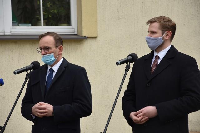 """""""EkoForum Samorządów"""" w Rybniku. Lasy Państwowe przekazały czek dla szpitala w Rybniku.Zobacz kolejne zdjęcia. Przesuwaj zdjęcia w prawo - naciśnij strzałkę lub przycisk NASTĘPNE"""