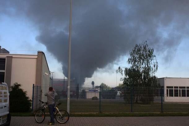 Taki widok na Targami Kielce można było zobaczyć rano. Około południa wystawcy już wiedzieli, kiedy wejda do zniszczonych hal, ocenić straty i jakie stoiska zastępcze dostaną. fot. A. Piekarski
