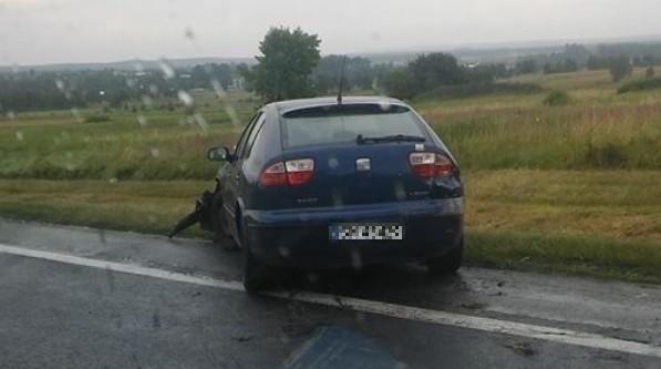 Kierowca seata wpadł na barierki