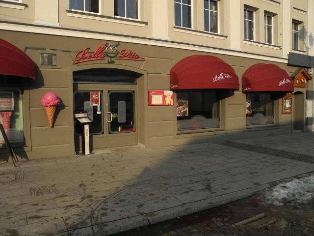Bella Vita od czerwca 2010 roku przyciągała na Rynku Kościuszki smakoszy słodkich deserów, kaw, ciast i lodów