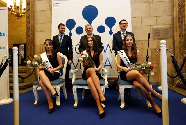 Królowa Mleka - Karolina Matusiak (w środku), z prawej strony Izabela Czaplejewicz, a z lewej Urszula Ostaszewska