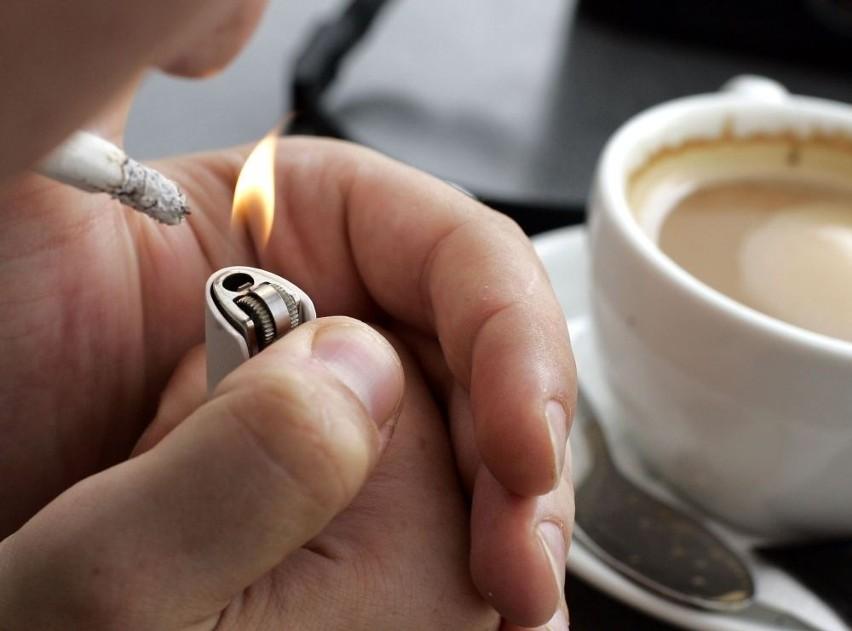 Czy po 22 powinno się siedzieć z dzieckiem w lokalu przy dymie papierosowym? (LIST)