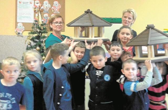 Szkoła Podstawowa nr 2 w Łapach dostała od Nadleśnictwa Supraśl karmniki