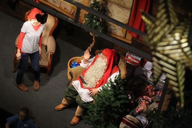 Najwięcej przed świętami może zarobić Św. Mikołaj (30-100 zł za godzinę). A za jedną wizytę w Wigilię od 150 do 250 zł