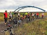 Rowerem do lata: Jeżdżąc na rowerze pomagamy podopiecznym fundacji Iskierka