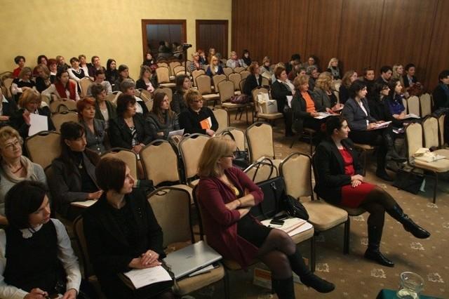 Na spotkanie kobiet przedsiębiorczych do kieleckiego hotelu Łysogóry przyjechało kilkadziesiąt pań z całego województwa.