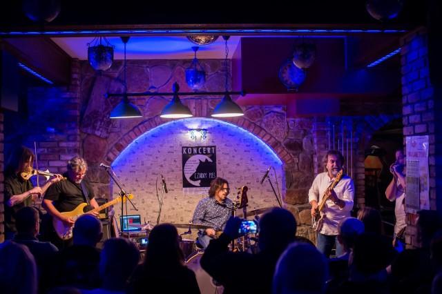Muzykę jaką proponuje grupa Czarny Pies usłyszymy we wtorek w klubie Blue Note