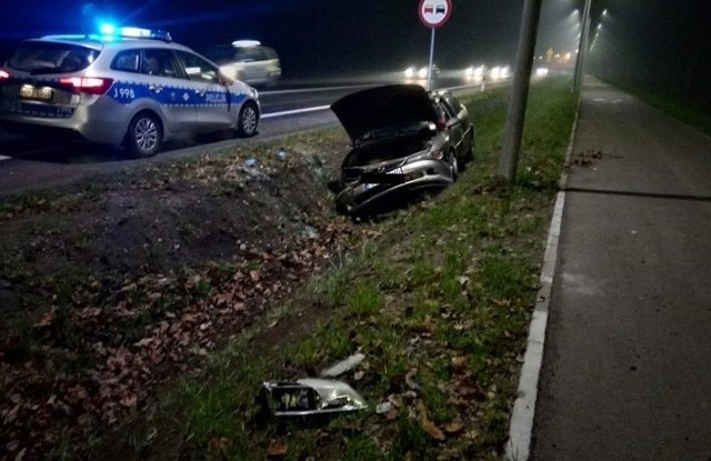 Przed godziną 18.00 na drodze krajowej nr 94 w Walidrogach doszło do zderzenia autobusu i samochodu osobowego, w wyniku czego ten drugi wjechał do rowu.Osoba kierująca samochodem osobowym opuściła pojazd o własnych siłach, odmówiła pomocy lekarskiej.- Zdarzenie zostanie najprawdopodobniej zakwalifikowane jako kolizja - słyszymy od dyżurnego Komendy Miejskiej Policji w Opolu.