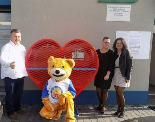 Misiek Zdzisiek może odwiedzić twoją szkołę - to jedna z nagród w konkursie.