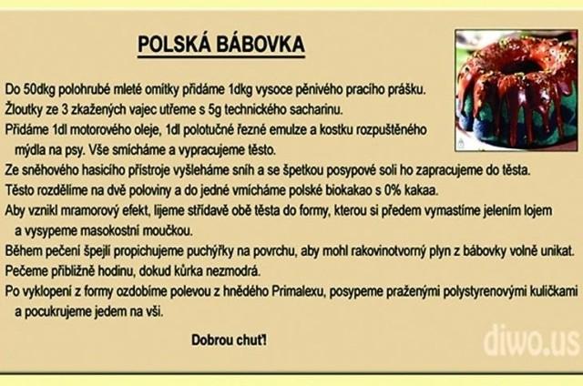 """Autorzy tego """"przepisu"""" przekonują, że babkę polską trzeba piec przez mniej więcej godzinę, aż będzie niebieska. Po wyjęciu z formy można ją polać farbą i posypać styropianem"""