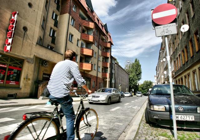 Na kolejnych 45 ulicach we Wrocławiu rowerzyści będą mogli jeździć pod prąd
