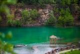 Polskie Malediwy zachwycają. Park Gródek w Jaworznie to stromy klif, lazurowa czysta woda i soczysta zieleń
