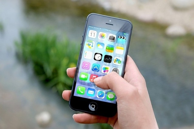 Mobilna karta miejska to spore ułatwienie. Można kupować bilety i doładowywać elektroniczną portmonetkę przez Internet lub  tradycyjnie w punkcie sprzedaży.