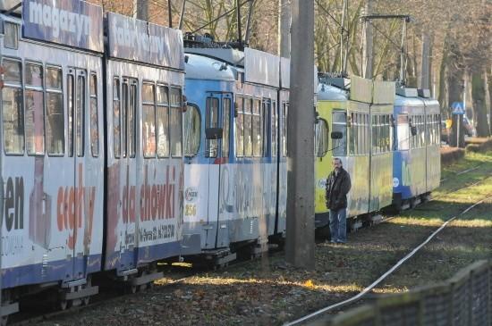 Przy ul. Walczaka rowerzysta wpadl pod tramwaj.