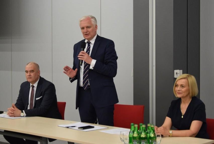 Wicepremier Jarosław Gowin spotkał się w Kielcach z przedsiębiorcami. Padło wiele gorzkich słów [ZDJĘCIA]