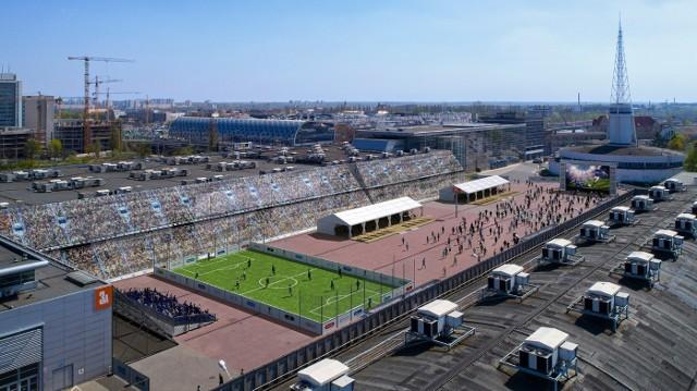 Strefa kibica w Poznaniu powstanie na MTP i będzie działała od 14 czerwca do 15 lipca. Pomieści jednorazowo nawet 6 tysięcy kibiców, a poznaniacy będą mogli oglądać mecze MŚ 2018 na gigantycznym telebimie.Przejdź do kolejnej wizualizacji --->