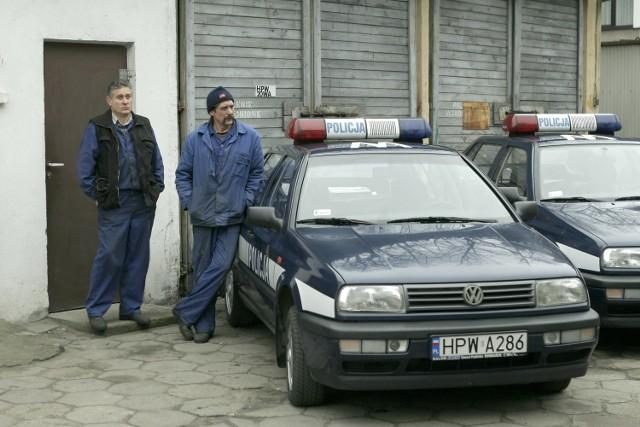 - Te auta mają od 10 do nawet 14 lat. Niektóre jeżdżą cały czas i to w każdych warunkach, bez względu na to, jaki jest stan dróg. Z tego powodu często się psują, a naprawa kosztuje. To bardzo obciąża kieszeń komendy - mówi mł. inspektor Bogusław Brzezowski.