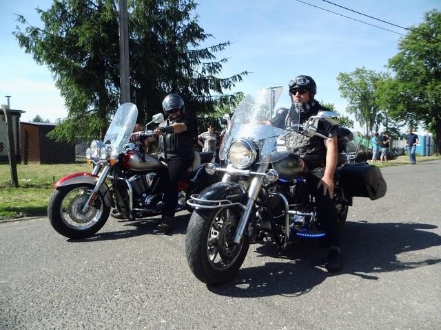 110 motocyklistów przyjechało na VIII Lasowicki Moto-Piknik pod Kasztanem, zorganizowany na placu Floriana przy remizie OSP Lasowice Wielkie.Zdjęcia z Lasowickiego Moto-Pikniku przesłała nam Ania Joszczok.