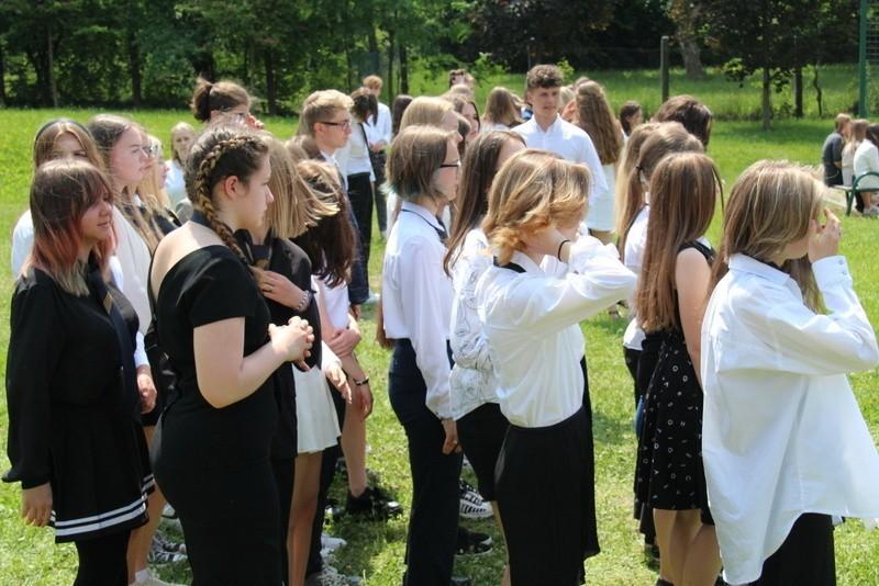 Ślubowanie uczniów pierwszych klas w V LO z Oddziałami...