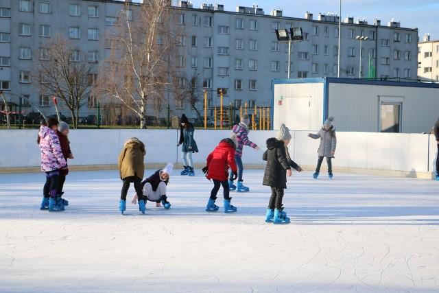 Mieszkańcy gminy chętnie korzystają z lodowisk.