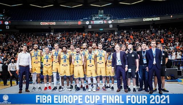 Koszykarze Arged BM Slam Stali nie wyglądali na szczęśliwych podczas dekoracji najlepszych drużyn FIBA Europe Cup. Trudno im się dziwić, skoro prestiżowe trofeum było na wyciągnięcie ręki.