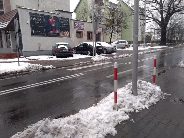 Przy skrzyżowaniu ul. Podgórnej i Ogrodowej miało pozostać tylko jedno przejście, które bywa jednak zasłonięte przez parkujące przy nim samochody. Na szczęście Urząd Miasta w tym przypadku zmienił plany