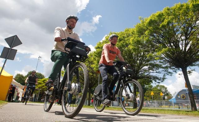 Konrad Fijołek i Jacek Jaśkowiak rozpoczynają sezon rowerowy w Rzeszowie.