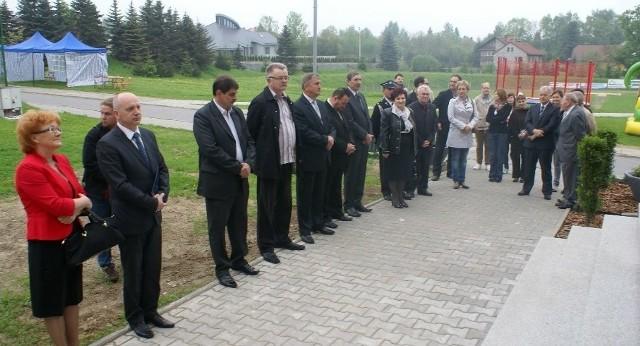 Otwarcie wyremontowanego pawilonu-hotelu w Kalwarii Zebrzydowskiej przez burmistrza Zbigniewa Stradomskiego, obok dyrektor Edward Szumara.