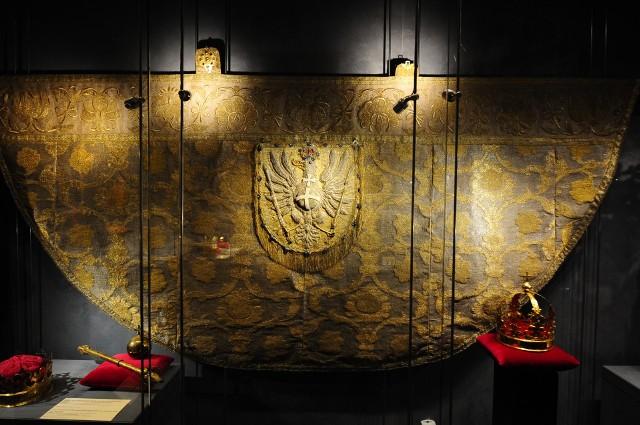 W Muzeum Katedralnym na Wawelu zaprezentowano kapę koronacyjną Michała Korybuta Wiśniowieckiego z XVII w. Konserwację zrealizował Uniwersytet Papieski św. Jana Pawła II w Krakowie.