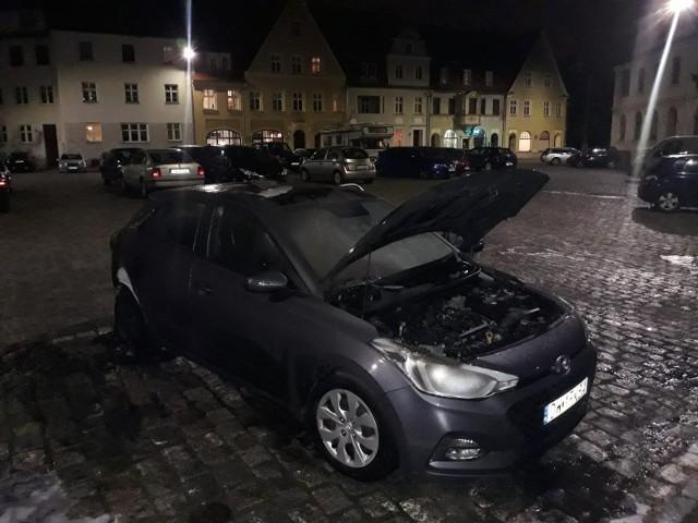 Pod komisariatem we Wrocławiu spłonął radiowóz 14.10.2021